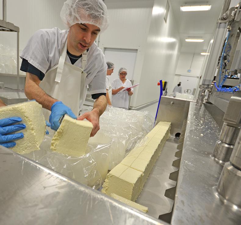 Abbaye Saint-Benoît-du-Lac, fabrication des fromages, étape 4