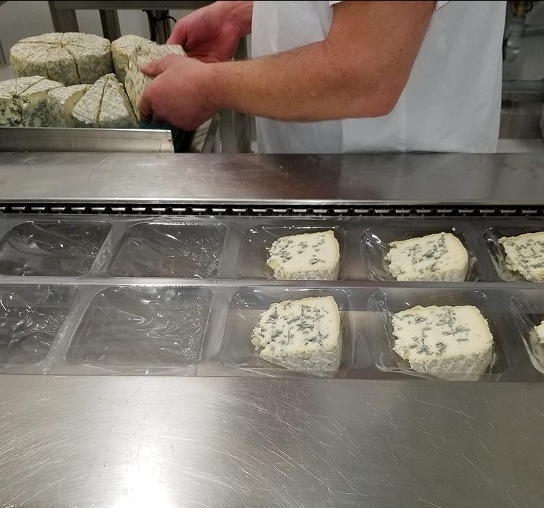 Abbaye Saint-Benoît-du-Lac, fabrication des fromages, étape 7